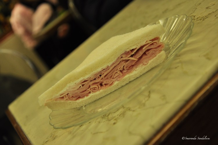 Tramezzino, amazing Venetian snack . Try the ones from Pasticceria Rosa Salva, a family run shop since 1879. Pour les connaisseurs..